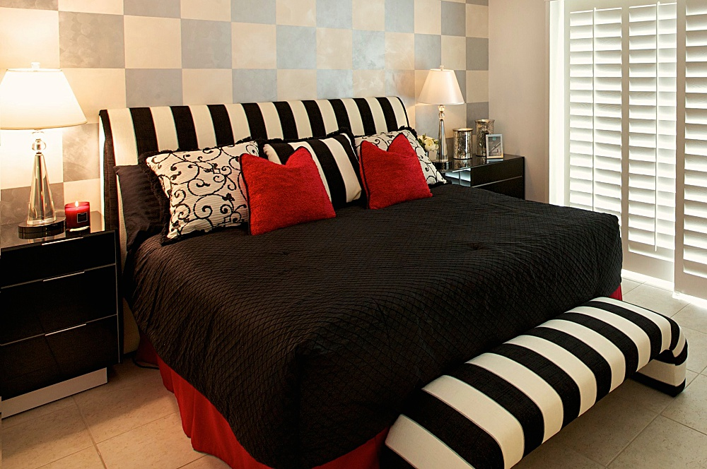 lori_tiedeman_interiors_palm_springs_interior_designer_black_and_white_master_bedroom